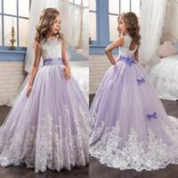 ingrosso le ragazze del fiore di tulle belle veste il merletto-Belle ragazze di fiore viola e bianco abiti in rilievo di pizzo appliqued archi abiti pageant per bambini festa di nozze ba4472