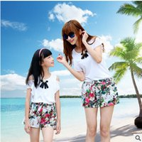 Wholesale Mother Pearls Brand Wholesale - Mother and dauther clothes girls womens pearl bows dew shoulder tops +flowers shorts 2pcs sets 2017 new bohemia family beach clothing T2914