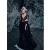 siyah dantel beyaz astar toptan satış-Yeni Gotik Dantel Gelinlik Siyah ve Beyaz V Boyun Vintage Seksi 3/4 Kollu Bir Çizgi Gelinlikler Şeffaf Custom Made