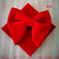 ingrosso cravatta a farfalla-Moda cravatta in velluto di anguria con fazzoletto abbinato Mens cravatta in velluto con fiocco unica di papavero smoking Hankie Set cravatta in cravatta