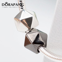 DORAPANG Frete grátis 100% 925 Sterling Silver Clip And Clasp Charms Black White Polyhedron Silver Beads Fits for Bracelet Necklace 3044