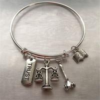 braceletes de confiança venda por atacado-12pcs advogado-pulseira com gavel de livro de confiança estampada e encantos de escala
