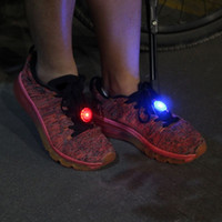 Atacado - 3 cores (1 pcs) Luminous Shoe Clip Light Night Safety Warning Luz de flash brilhante para sapatos de corrida / roupas / sacos / Bike Hot Sale !!