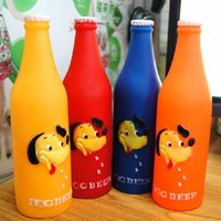Barato Cute Beer Bottle Shape Pet Dog Gato Squeaky Toy Rubber Dog Bite Squeeze Sound Toy