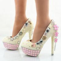 zapatos de boda de marfil pedrería rosa al por mayor-Zapatos de boda de perlas de marfil de las mujeres del tacón de aguja zapatos de vestir nupciales fiesta de baile bombas Rhinestone rosa plataformas más tamaño EE. UU. 11