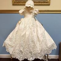 kız vaftiz 가운 tül toptan satış-Bebek Bebek Kız Vaftiz Elbisesi Herhangi Bir Boyut Beyaz Fildişi Dantel Tül Katedrali Vaftiz Elbise Ile Kaput