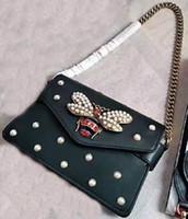 sacs embellis achat en gros de-Nouveau style femmes Marque de mode plus récent design bee perle embellie couverture falp veau cuir véritable sacs à main Sacs à bandoulière Enveloppe sac