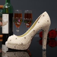Ivory Peep Toe Pearls 2017 Bride Shoes Saltos de noiva Moda artesanal Mulheres Lady Rhinetones Lace Diamonds Wedding Pumps