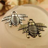 petits bracelets en couleur achat en gros de-Vente en gros - Mini abeille petit pendentif collier pendentif bracelet pendentif bijoux charmes deux couleurs options 16 * 21mm chaud à la main A0632