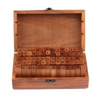 diy vintage box оптовых-Оптовые продажи 70 шт. старинные DIY номер и алфавит письмо деревянные резиновые штампы набор с деревянной коробке для обучения и играть в игры