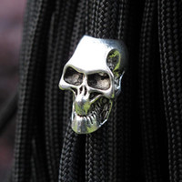 10pcs / pack Paracord Beads Metal Squeleton Skull pour Paracord Bracelet DIY Pendant Buckle Paracord Couteau Lanyards Survival Bracelets Part
