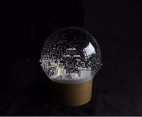nuevo perfume de cristal al por mayor-¡NUEVO! Golden Snow Globe con botella de perfume dentro de 2016 Bola de cristal de nieve para regalo especial de Navidad VIP de novedad
