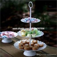 ingrosso stand di cupcake in metallo-Vintage bianco 3-Tier ferro torta nuziale stand europeo metallo Cupcake Tower per frutta dolce creativo soggiorno accessori