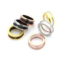 anillo de cerámica de moda al por mayor-Famosa marca MultiColor círculos acero inoxidable 316L anillos de cerámica en blanco y negro para hombres y mujeres anillos joyería del amor de la manera