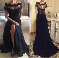 vestido bateau manga larga negro al por mayor-2018 Gothic Black Vintage Lace Vestidos de fiesta de baile Una línea Bateau Manga corta Lado Dividido Talla larga Gasa Vestidos de noche formales