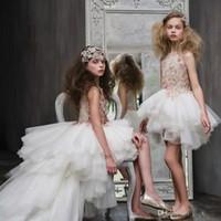 satılık küçük prenses elbiseler toptan satış-Lüks Yüksek Düşük Çiçek Kız Elbise Düğün İçin Dantel Aplike Kristal Prenses Elbise küçük Kız Kolsuz Sıcak Satış Pageant Abiye