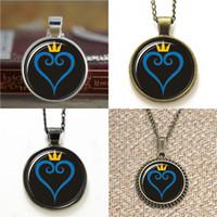 halskette symbol herz großhandel-10pcs Kingdom Hearts Symbol Kingdom Hearts Glas Halskette Schlüsselanhänger Lesezeichen Manschettenknopf Ohrring Armband