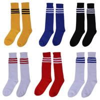 fabricantes de calcetines al por mayor-Calcetines de fútbol de rayas para hombres Calcetines deportivos Medias hasta la rodilla Medias de tres barras para hombres y mujeres, fabricantes Venta directa Medias deportivas