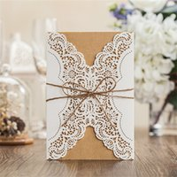 Wholesale-12pcs / lot di White Lace Fiore Convite De Casamento Laser Cut inviti di nozze con la corda del partito decorazione di carte Forniture JJ675