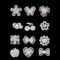 klasik gümüş yapay elmas broş toptan satış-2017 Düğün Broşlar 10 Stil Gümüş Inci Kristal Rhinestone Çiçek Buketi Kelebek Vintage Broş Pins En Iyi Hediye Noel Broşlar