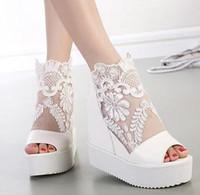 botas de cuña zapatos de boda al por mayor-Verano sexy plateado blanco encaje apliques zapatos de boda sandalias de cuña botas altas tacón de cuña plataforma peep toe botines talla 34 a 39
