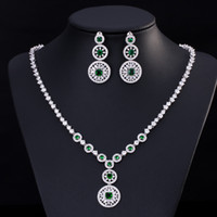 ingrosso placcatura di rodi di ottone-Gemme di alta qualità in ottone placcato platino brillanti cz color smeraldo e attraenti set di gioielli da sposa per donna