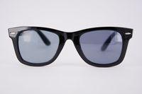 gafas de sol de forma redonda al por mayor al por mayor-Gafas de sol plásticas baratas para la mujer y el hombre Gafas de sol reflexivas al por mayor del rectángulo con el marco claro de las lentes del diseñador del remache en venta