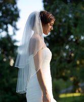bilder für hochzeitsschleier groihandel-Zwei Schichten weiche Tüll Weiß Elfenbein Brautschleier Elegante Kurze Brautschleier mit Kamm Real Image Hochzeit Zubehör