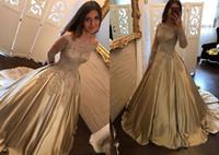 prinzessin abschlussballkleid schultergurte großhandel-Golddesigner Schulterfrei Abendkleid mit Spitze Lange Ärmel 2019 Neu eingetroffen Satin Princess A Linie Illusion Prom Dresses