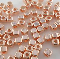 ingrosso cubi da 3 mm-Smooth delicato Cubo Quadrato Branelli Allentati 400 pz / lotto 3mm Misto Oro / Argento / Oro Rosa Perline Distanziatore Risultati Dei Monili di DIY