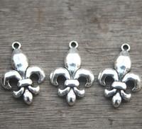 colgante de plata fleis lis al por mayor-15pcs - Fleur de Lis Charms, plata tibetana antigua de 2 caras colgante francés del encanto del lirio 20x29mm