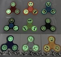 Vente chaude Glow in Dark Emoji Fidget Spinners Triangle Design Spinner à la main EDC Toys For Demompression Anxiety <b>Stainless Steel Spinning Top</b>