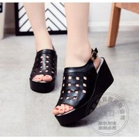 Compra Scarpe Con Fiocco Nero-Watch Band Summer Shoes Sandali in pelle Pu Solid Sling Back Morbida pelle piatta Platform Shoes Hole Hollow Out Black Muffin Shoes