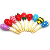 музыкальные инструменты для детей оптовых-11 см случайный цвет детские детские деревянные маракасы погремушки детские музыкальные партии образования ребенка Детские шейкер музыкальный инструмент игрушка