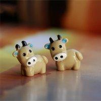 ingrosso mini figurine animali-Nuovo arrivo mucca animali Fairy Garden Miniature Mini Gnomi Moss Terrari Artigianato in resina Figurine per la decorazione del giardino