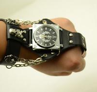attraktive schwarze männer großhandel-Attraktive stilvolle schwarze Punk Rock Kette Skull Uhren Frauen Männer Armband Manschette Gothic Armbanduhren Fashion Hot