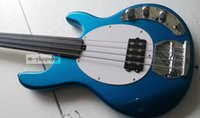 Custom Music Man 4 cuerdas Bajo Erine Ball StingRay Metallic Blue Guitarra Bajo Eléctrico Fretless Fingerboard Blanco Pickguard Single Pickup