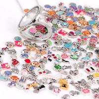 yüzen cam takılar toptan satış-Renkli Görüntüler! 100 adet / grup Stilleri Karışık Tasarımlar Cam Oturma Lockets Için Yüzer Locket Charm Alaşım Charms Takı DIY