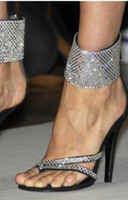sapatos de cinta de tornozelo de diamante preto venda por atacado-2017 verão gladiador sandálias de couro preto de couro diamante de salto alto tornozelo cinta sapatos de festa de dedo aberto celebridade sapatos de strass sandália