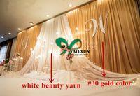 organza hintergrund großhandel-Goldfarbhochzeits-Hintergrund-Vorhang mit weißem Organza-Drapieren und geführten Lichtern