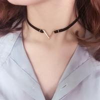 v-förmigen schmuck großhandel-Mode Halskette Kragen V Wort Form Brief Schlüsselbein Choker Halsketten samt Streifen Femme Aussage Schmuck für Frauen
