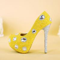 bombas de plataforma amarela venda por atacado-Sapatos de casamento Amarelo Pérola Plataforma de Salto Alto Bombas de Festa de Casamento com Prata Rhinestone Heel Sapatos De Vestido De Noiva Plus Size