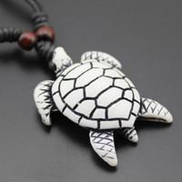 escultura de ossos de tartaruga venda por atacado-Atacado 12 PCS Fresco Imitação Yak Osso Carving Havaiano Surf Tartarugas Marinhas Pingente De Madeira Beads Cord Colar Sorte Presente