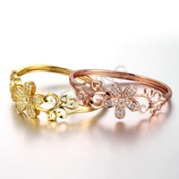 Hot Sale in USA Moda marca Hollow Flower Beautiful Lady Bangle com diamante, elegante para mulheres, Best Friend Gift