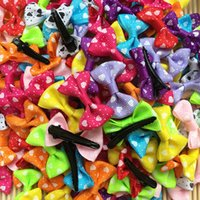 100pcs / lot Handmade Bowknot Dog Hairpin Pet Bow Accessoires heart desgin Hair Clips Puppy chien de chien Gros mélange de couleurs Fashion Barrette