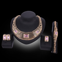 Womens 18K Gold Plated Alloy Rhinestone Conjunto de Jóias Africano Hallow Chain Choker Necklace Stud Earrings Bracelete de Punho Anel Conjunto de Jóias de Dubai