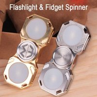 New LED Flashlight Flame Fidget Spinner para adultos CNC Cutout EDC Torch Latão Stainless Steel Metal Fidget Decompression Toy Customized