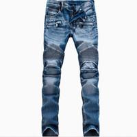 homens jeans brancos angustiados venda por atacado-Atacado-Moda Masculina Marca Designer Rasgou Motociclista Jeans Men Afligido Moto Denim Corredores Lavados Jeans Plissados Calças Preto Azul Branco