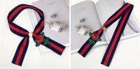 roter schwarzer gotischer choker großhandel-.Black Red Stickerei Rose Ribbon Choker Halsketten Anhänger für Frauen Zubehör Gothic Statement Halskette für Hemden Dekoration