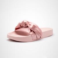 sacos sandálias venda por atacado-(Com Caixa + Saco De Poeira) Rihanna Fenty Bandana Deslizamento Wns Bowtie Mulheres Chinelos Sapatos de Praia 10 Cores de Verão New Arrival BOW SATIN SLIDE SANDALS